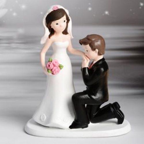 Decorative Figure Wedding - Wedding Couple Handkiss